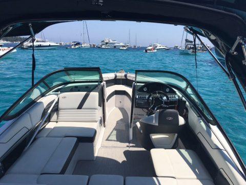 Bateau confortable à louer - Regal 2100 RX Surf 300cv 2016
