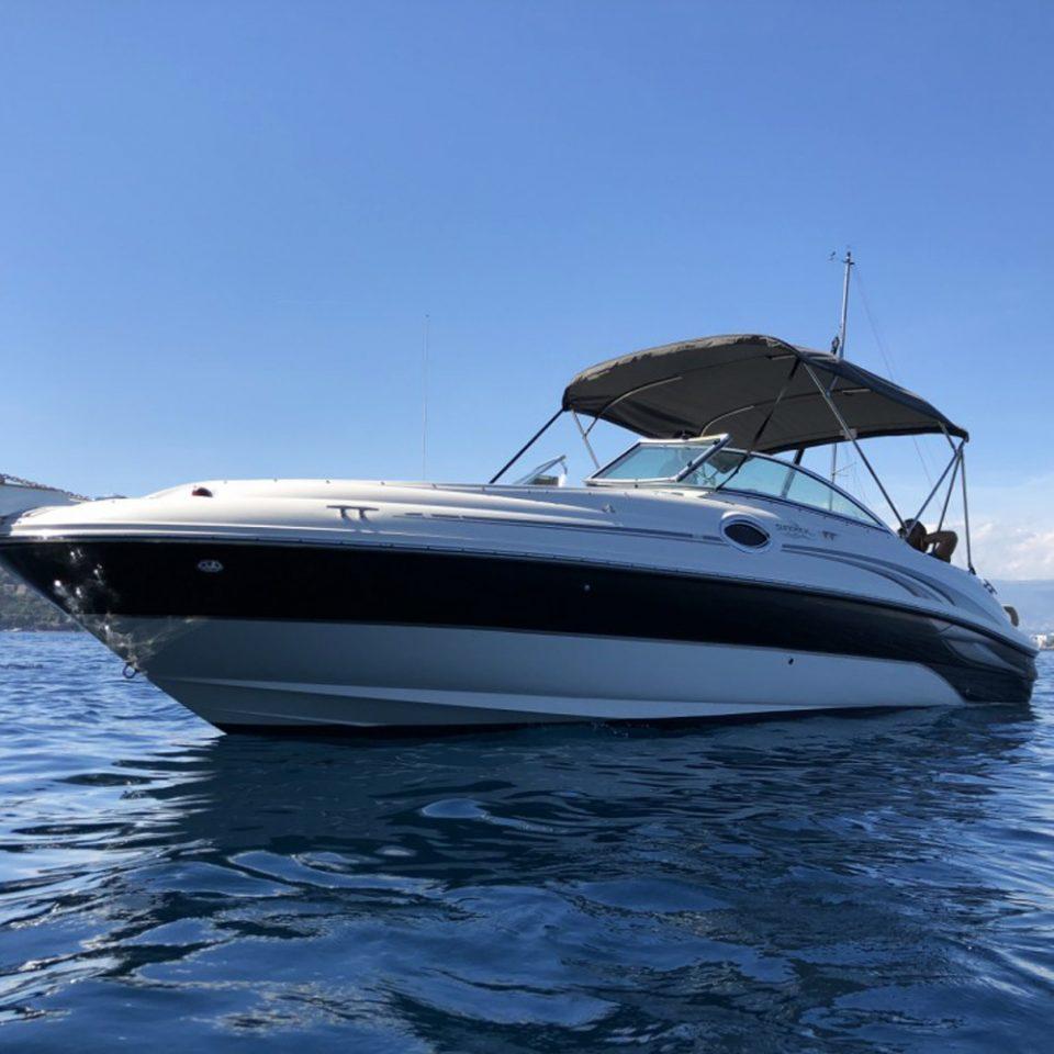 Sortir en mer avec un Sea Ray 240 Sundeck