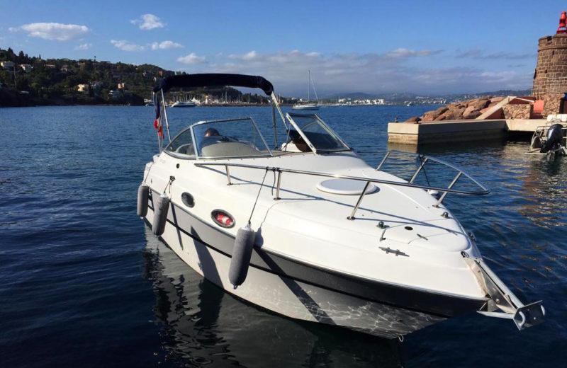 Four Winns_USA 238 Vista. Bateau à louer sur la Côte d'Azur - Mandelieu - Cannes- PassionBoat Mandelieu